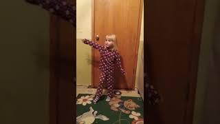 Маленькая девочка ругается с родителями ! 2015 год