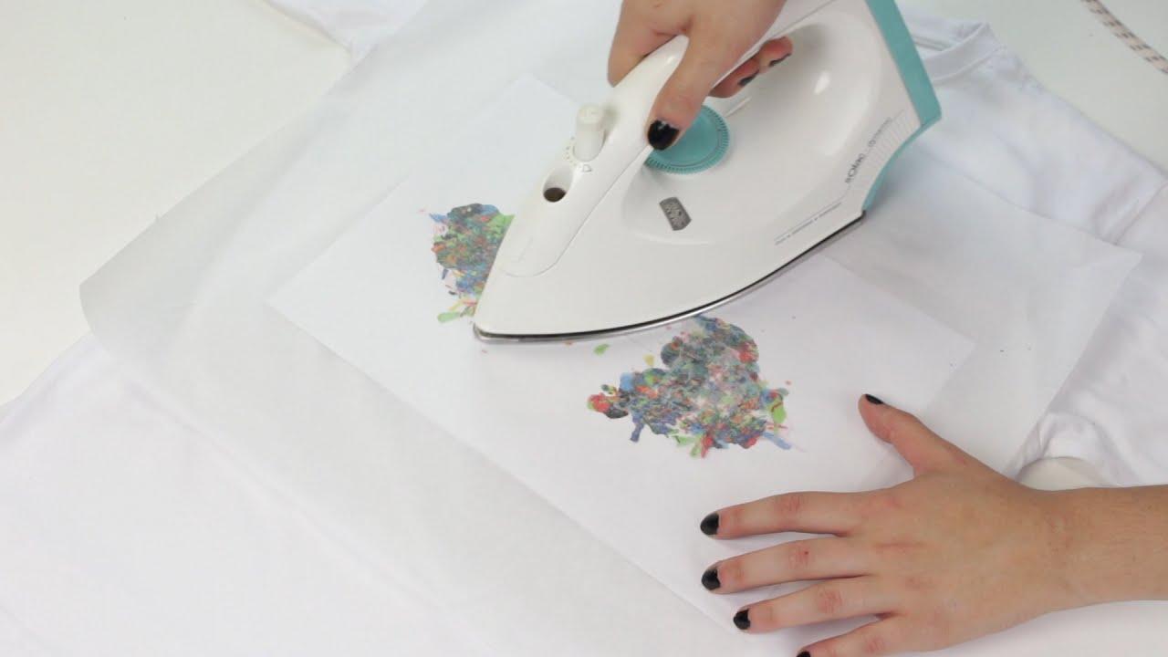 Cómo hacer camiseta estampada con pinturas de cera - YouTube 0b432cdb5bb5d