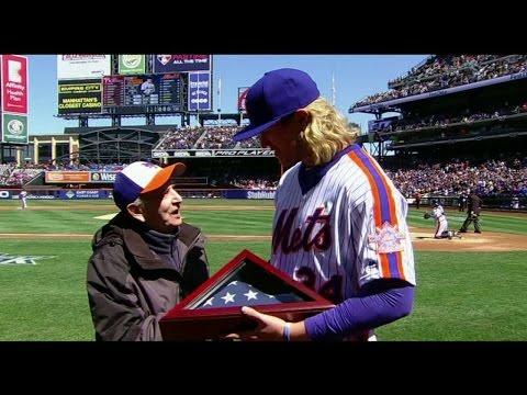 PHI@NYM: Mets honor veteran during in-game...