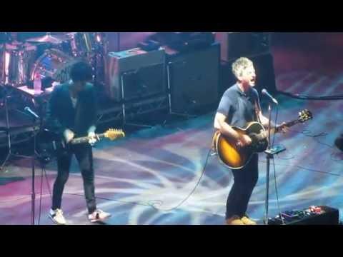 Noel Gallagher & Johnny Marr - Champagne Supernova (Oasis) Live @ O2 Academy