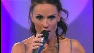 Repeat youtube video PRIMICIASYA.COM | Laura Miller dio un mini-show y se le escapó una lola