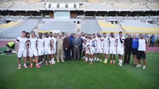 بالفيديو| محافظ الإسكندرية ومدير الأمن يزوران لاعبي الزمالك باستاد برج العرب