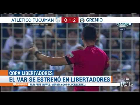 Wilmar Roldán usa el VAR en el triunfo de Gremio ante Tucumán por Copa Libertadores
