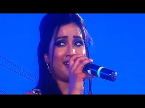 Shreya Ghoshal & Hrishikesh Ranade Singing Jeev Rangla At Thane Concert 19feb2017