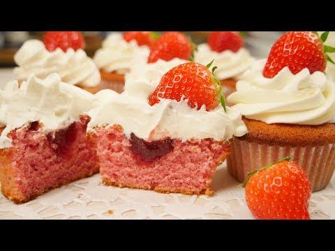 Gefüllte Erdbeer Cupcakes | Strawberry Cupcakes | Erdbeer Sahne Törtchen