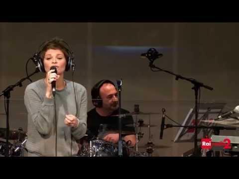 """Alessandra Amoroso """"Difendimi Per Sempre"""" Live HD"""