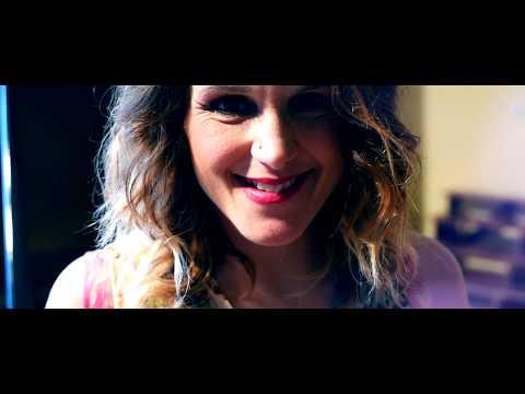 Kollányi Zsuzsi feat. Szolnoki Péter - Te meg én (Official Music Video)
