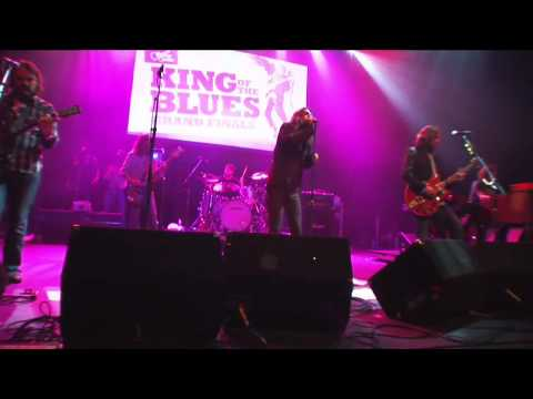 The Black Crowes Soul Singing  At Guitar Centers King of the Blues