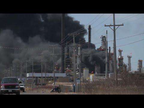 Explosão em refinaria de petróleo nos EUA
