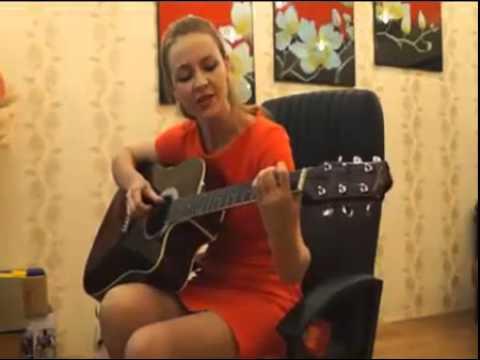 Ученица Виктории Юдиной душевно играет и поёт