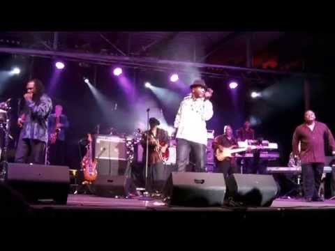 The Earth, Wind and Fire Experience feat. Al McKay - Let's groove live in Bayreuth