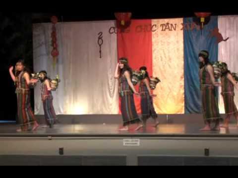 Múa Chiều Lên Bản Thượng-Sonoma Vietnamese Association  VTS_01_4.wmv