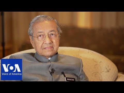 VOA Interview: Mahathir says Malaysia Suffering from Financial 'Destruction'