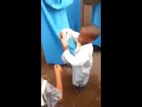 طفل صغير يرقص شعبي مغربي جنان // موت ديال الضحك thumbnail