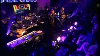 She Keeps On Coming - Bee Gees (Live @ TOTP2 in 2001)
