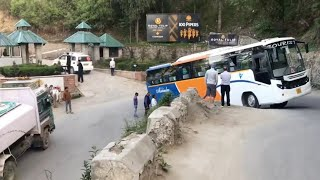 Skillful HRTC Bus Driver Clearing The Jam Created By A Breakdown Bus At Hair Pin