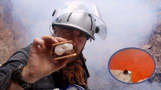 溶岩流クッキング。グツグツと煮えたぎる溶岩流でスモアを焼くよ!