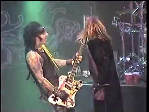Mötley Crüe August 7, 1999 Bakersfield, CA Band Ends Show Early