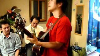 大阪で15年唄い続けた渡辺哲存さんが故郷に帰りまた唄い始めます。 MARU...