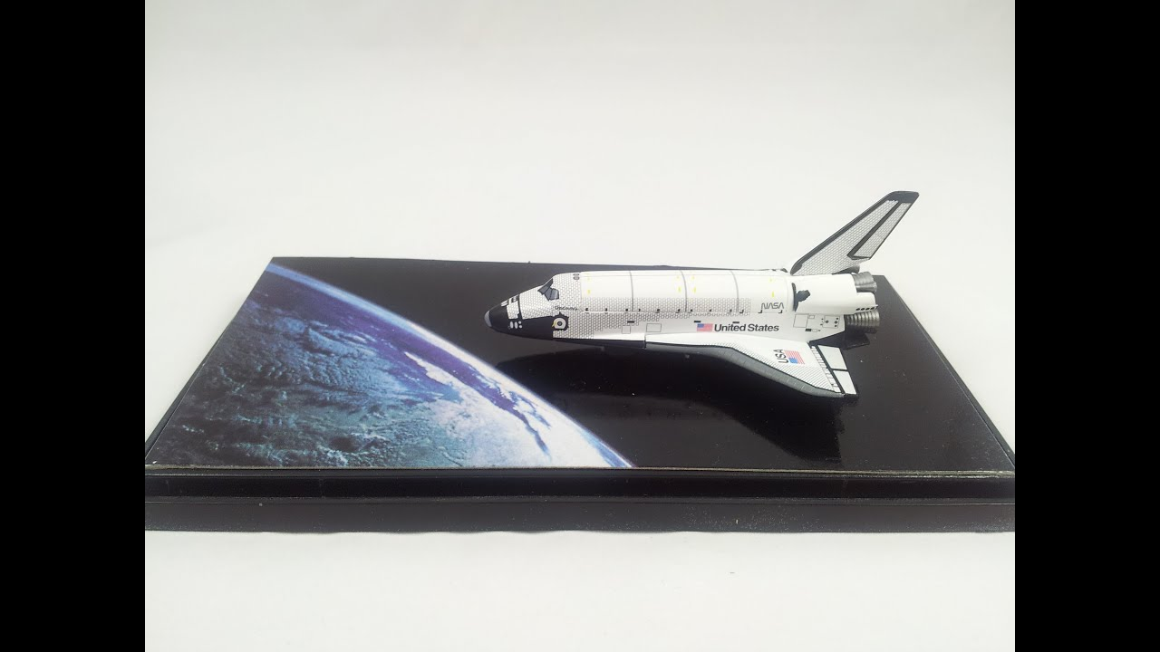 Review dragon models space shuttle discovery with hubble telescope 1 400 youtube - Small space shuttle model ...
