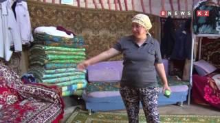 Многодетная семья живет в юрте в Астане