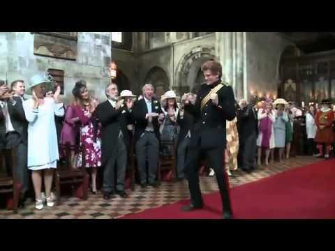 Принц Гарри начал танцевать на свадебной церемонии