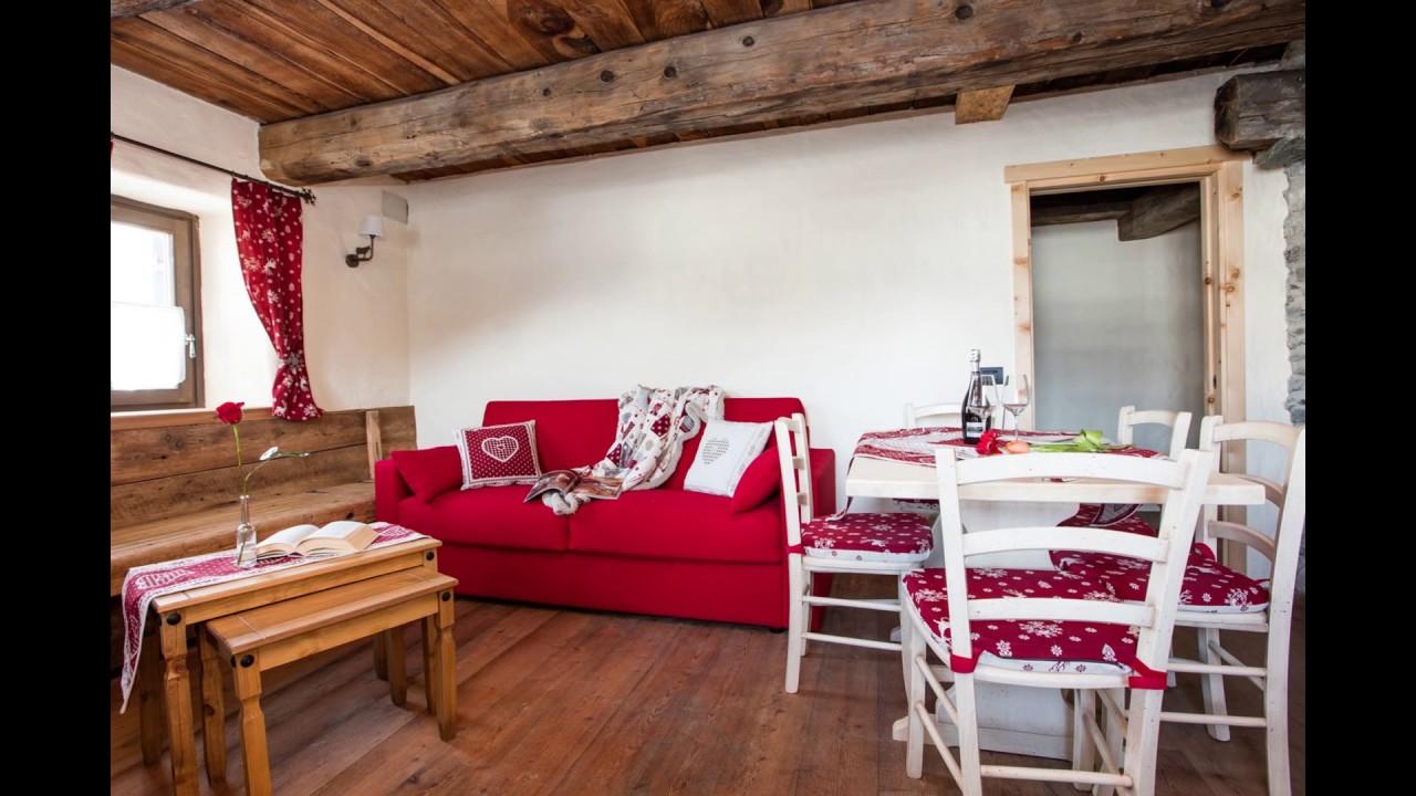 Divani per case di montagna divani per chalet e baite for Foto di salotti arredati