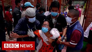 Families in Nepal forced to say goodbye through crematorium gates - BBC News