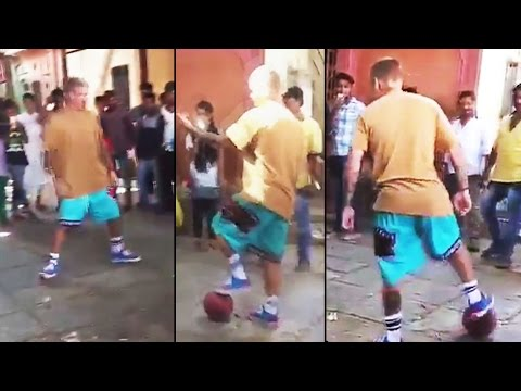 Justin Bieber SPOTTED Playing Football With SLUM KIDS - Watch Video