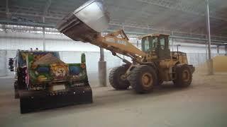 มาดูรถตักขนาดใหญ่ตักหิน