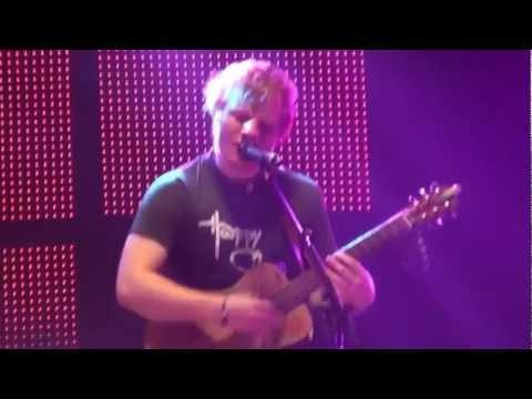 14/16 Ed Sheeran - Gold Rush (Live @ Hammersmith Apollo In London, 15.10.2012)