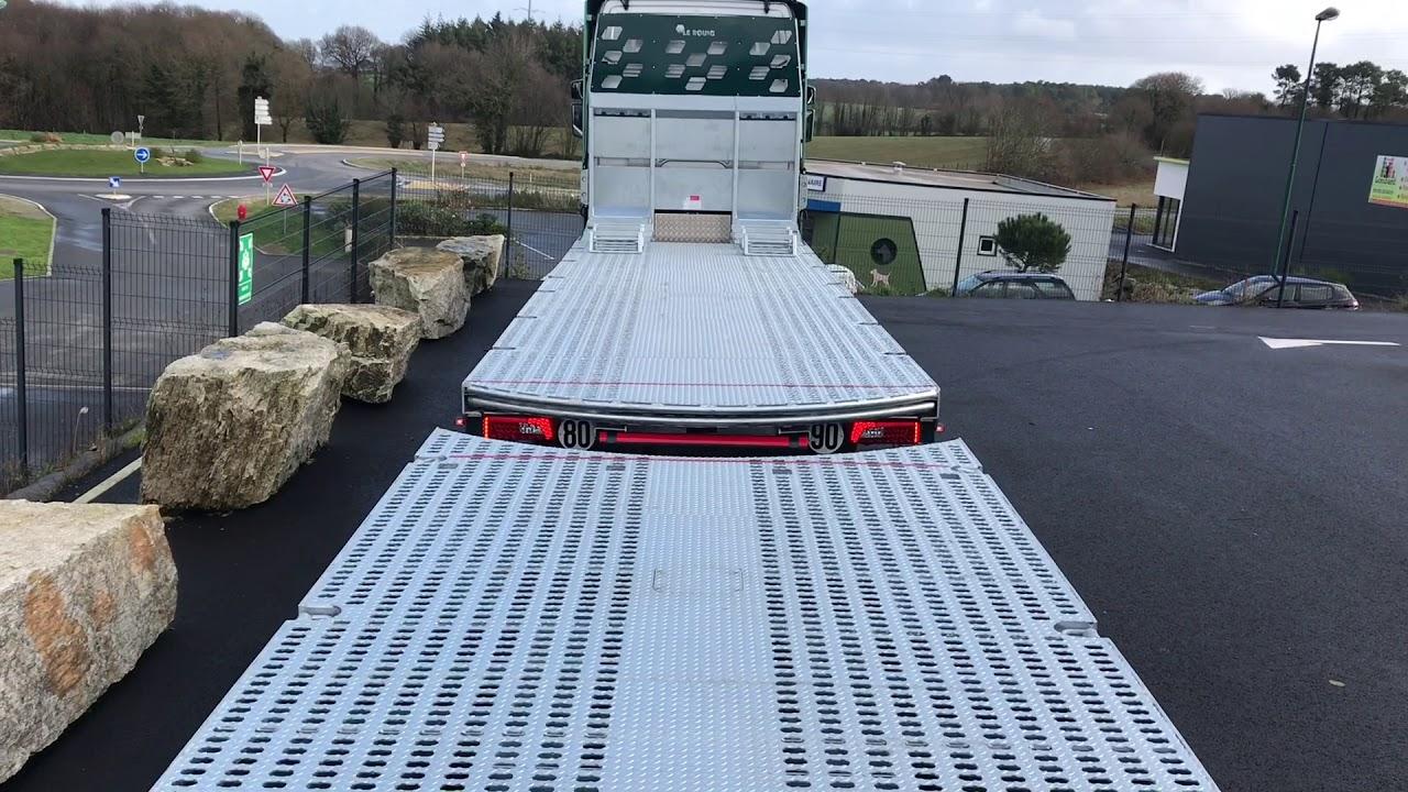 Camion remorque pour le transport de matériels roulants