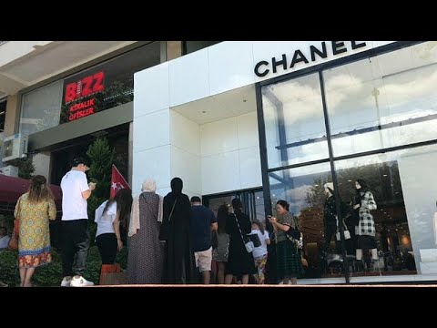 السياح العرب يستفيدون من هبوط الليرة بالتبضع في أفخم المتاجر بتركيا…  - نشر قبل 4 ساعة