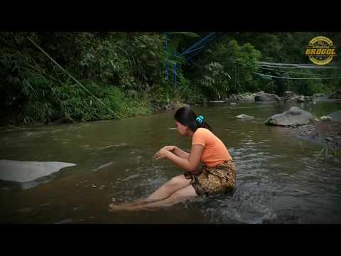 NGINTIP CEWEK LAGI MANDI   FILM PENDEK KAMPUNG GROGOL