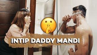 DIAM DIAM INTIP DADDY MANDI AAHHHH