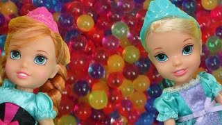 ORBEEZ part 1: ELSA and ANNA's kids have fun in ORBEEZ ! They slide into colorful water jelly balls!