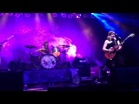Sleater Kinney - Words and Guitar [Berlin, March 2015] mp3