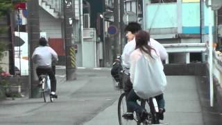How Japanese Girls Ride On The Backs Of Bicycles