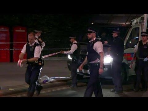 В центре Лондона вооруженный ножом неизвестный напал на прохожих.