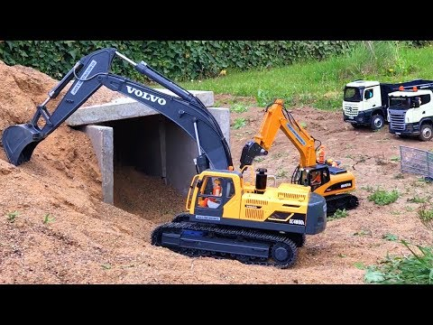 BRUDER TRUCKS VOLVO RC hydraulic EXCAVATOR Dinosaurs T-REX Skeleton found JACK plays