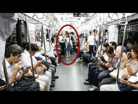 Dieses Mädchen gab ihren Platz an einen alten Mann ab. Eine Minute später tat sie etwas...