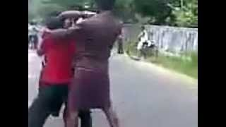 Kerala STREET FIGHT getting nicely thrashed