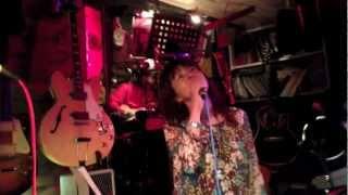 歌姫Emyが心の歌を奏でます。