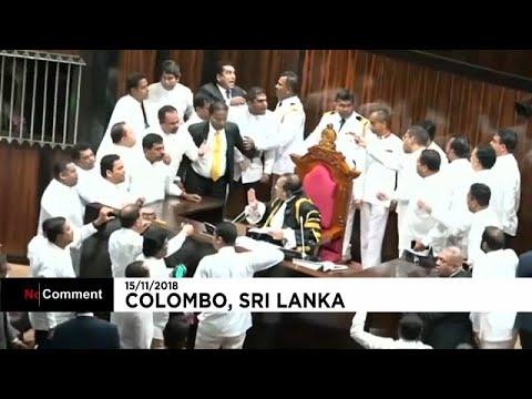 شاهد: عراك وتدافع في برلمان سريلانكا  - نشر قبل 54 دقيقة