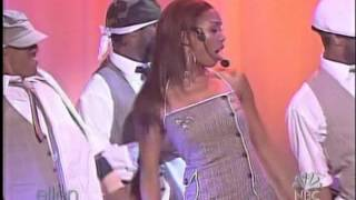 Brandy - Who Is She 2 U (Live Ellen 07 Sep 2004)