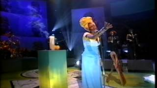 Erykah Badu Next Lifetime live on Jools Holland 1997