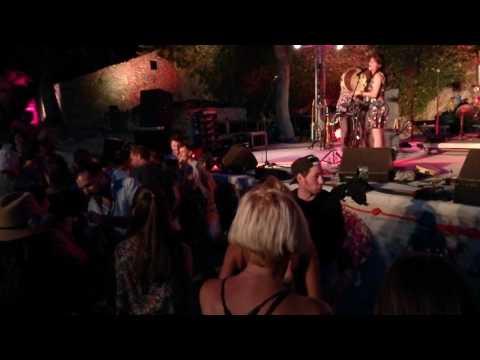 Radio Tutti Ft Barilla Sisters (danse)