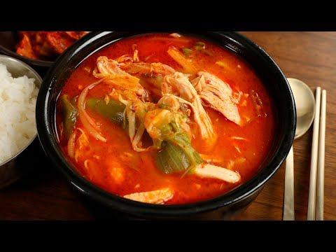 Spicy chicken & vegetable soup (Dakgaejang: 닭개장)