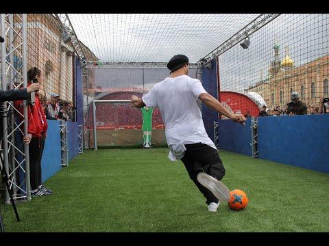 Ronaldinho VS Robot Goalkeeper