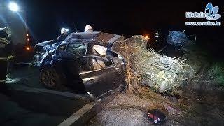 Felismerhetetlenségig összetört autók, több sérült az M2-esen történt balesetben